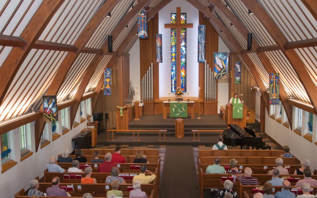 Windsor Heights Lutheran Church altar